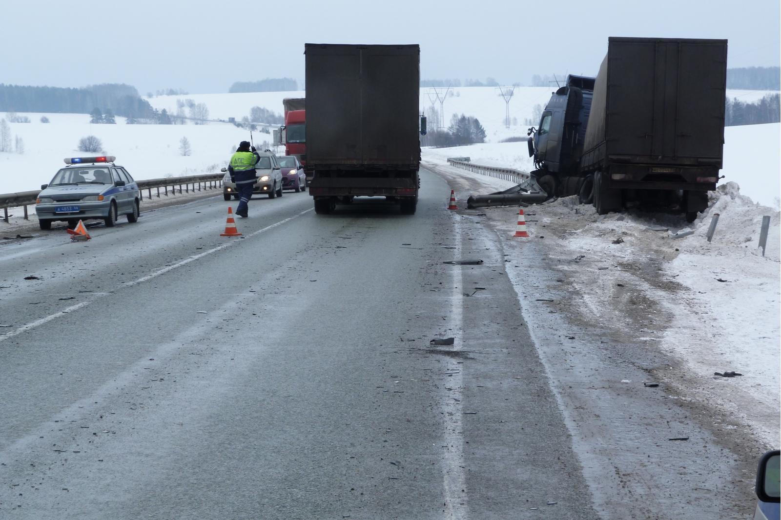 В праздники на Пермском тракте два усталых водителя устроили смертельные ДТП