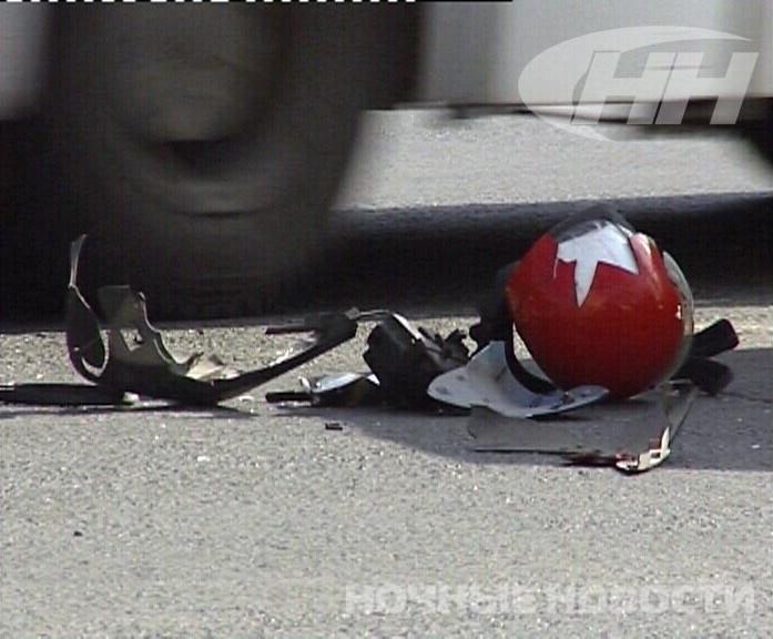 На привокзальной площади подростки на скутере врезались в ВАЗ