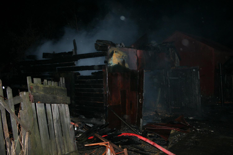 Пожар в гаражах на Бахчиванджи чуть не перекинулся на подстанцию скорой помощи