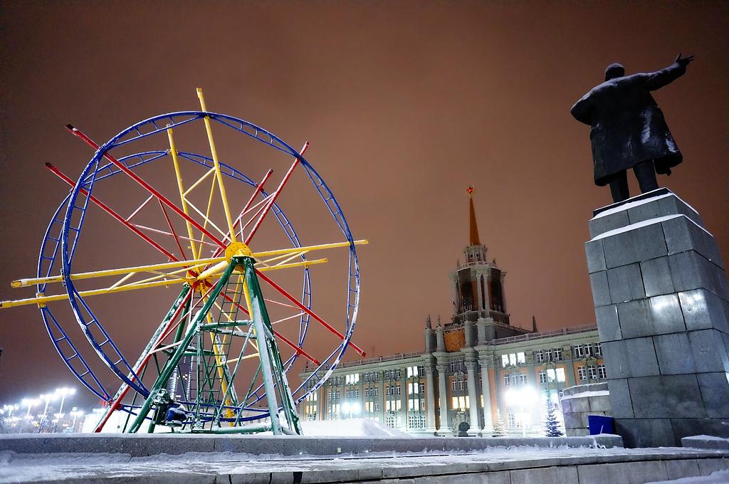 Фоторепортаж 66.ru: как строят ледовый городок