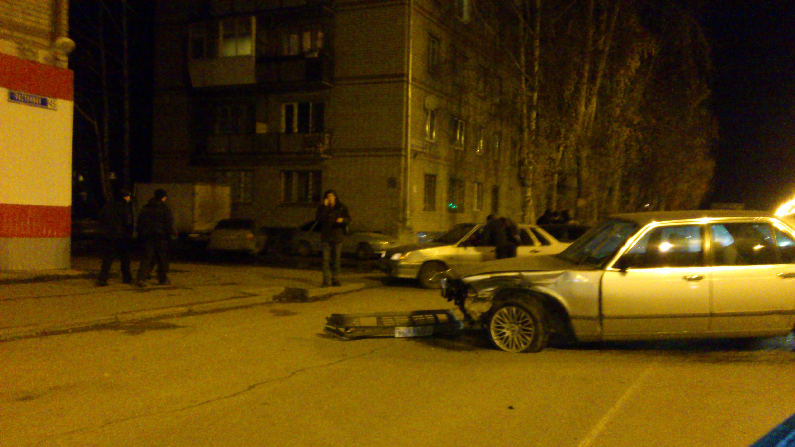 BMW-7 и Jaguar не поделили улицу Расточную