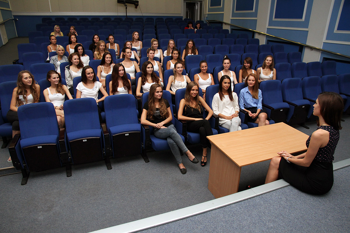 Претенденток на корону «Мисс Екатеринбург» все меньше. Объявлены имена девушек на вылет