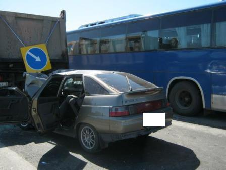 На Тюменском тракте ВАЗ врезался в грузовик