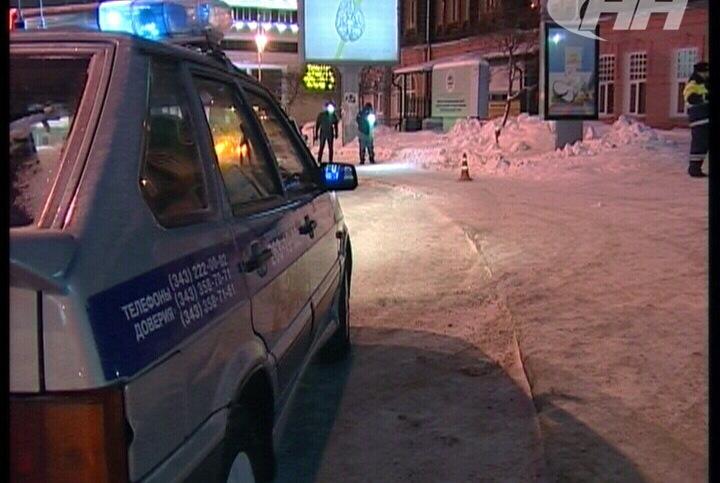 В центре города Land Cruiser сбил пенсионера на тротуаре