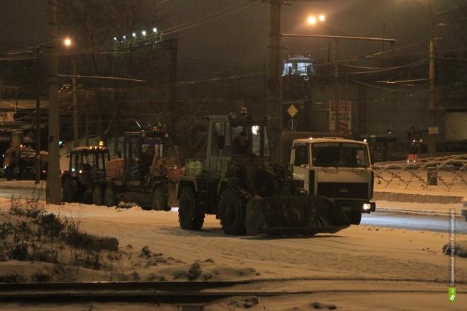 За выходные с улиц Екатеринбурга вывезли больше 8 тысяч тонн снега