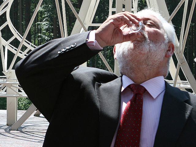Петр Первый нальет Лоссерталесу водки на границе Европы и Азии