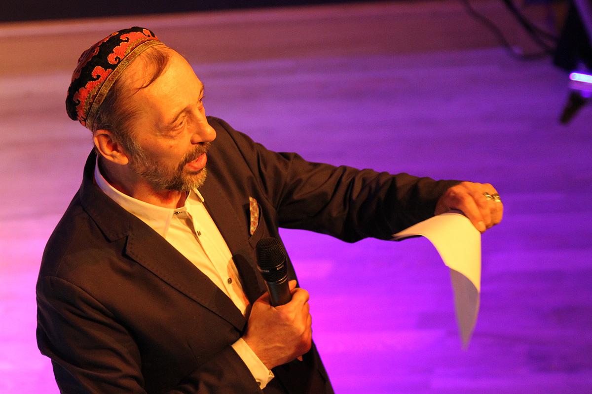 Николай Коляда: «Мата не по делу у меня в пьесах нету. А по делу — есть немножко»