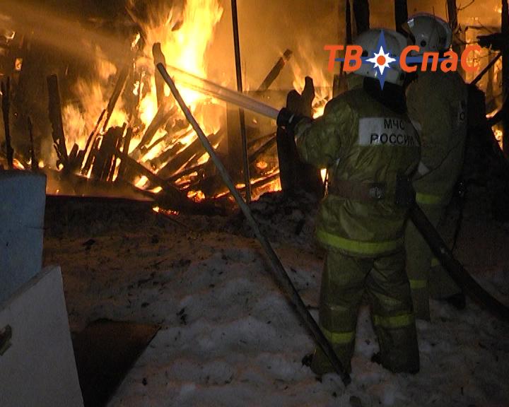 В горящем доме на Волгоградской погиб человек