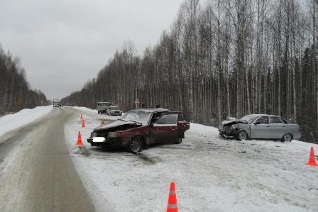 Два человека погибли в утренних авариях на свердловских трассах