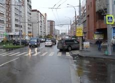 Сотрудники ГИБДД нашли женщину, сбившую школьницу на Родонитовой
