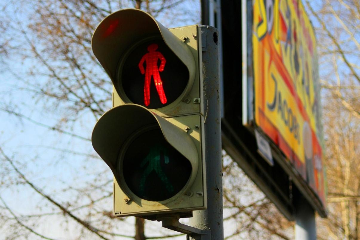 На проспекте Ленина пешеходы не могут перейти дорогу