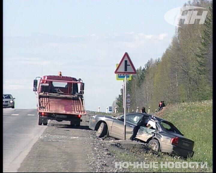 На Режевском тракте маршрутка вытолкнула Volvo в кювет