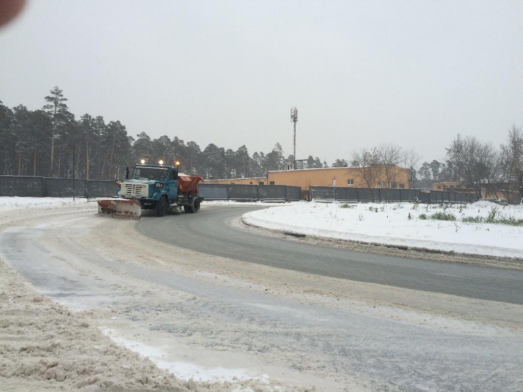 Будут работать круглосуточно. Власти намерены избавить Екатеринбург от снега к утру