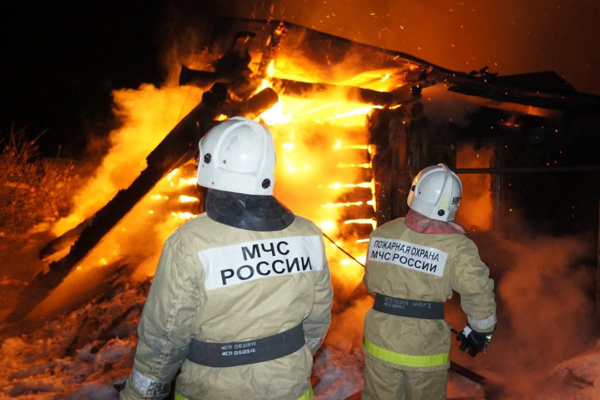 Два человека погибли в пожаре на Вознесенской горке