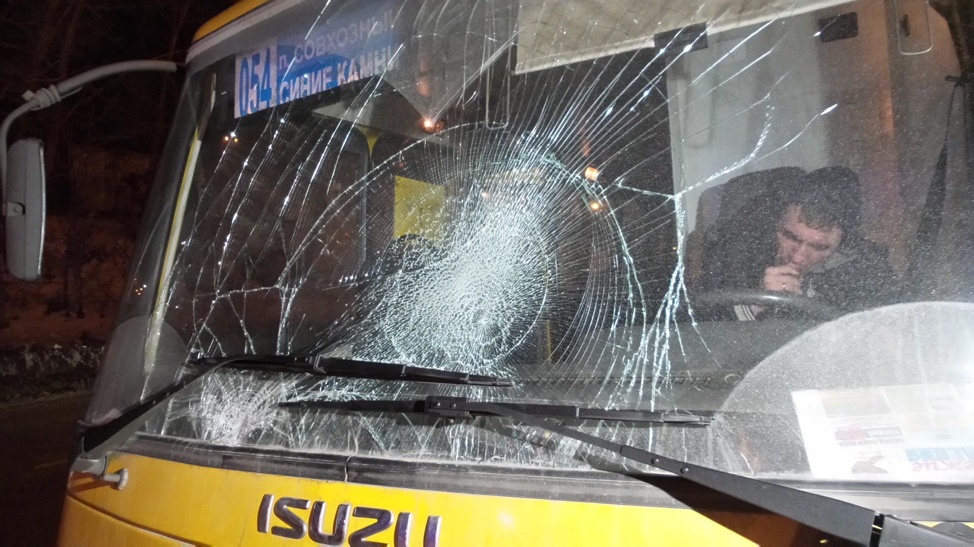 На Объездной дороге автобус сбил двух пьяных бомжей