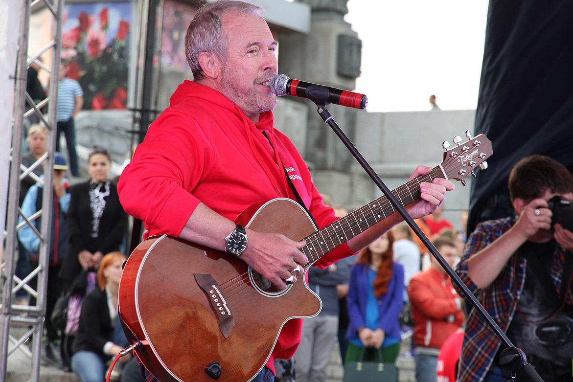 «Я спел всего три песни»: Макаревич попросил Путина защитить его от «шабаша»