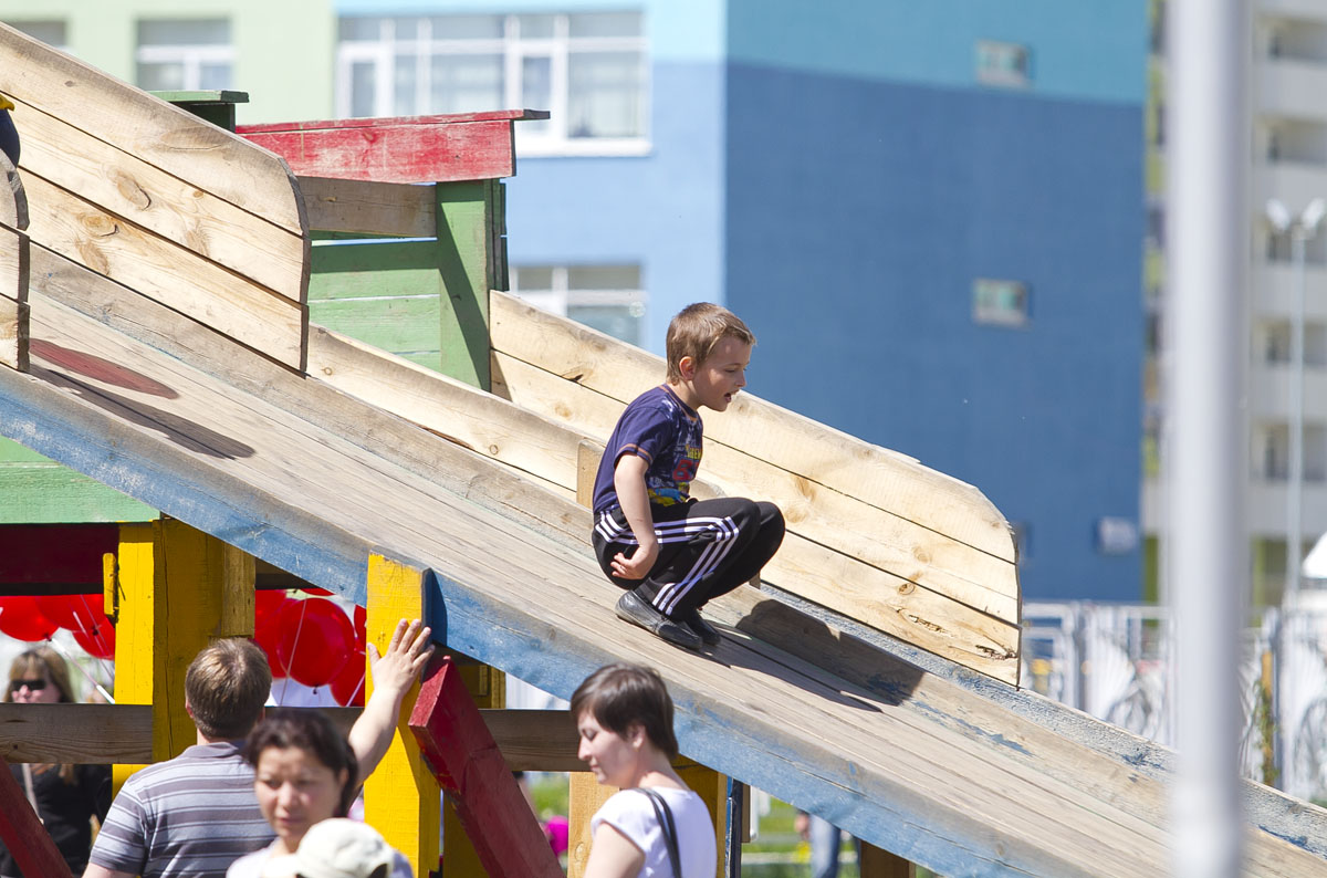 Прокуратура нашла в Екатеринбурге 20 опасных детских площадок