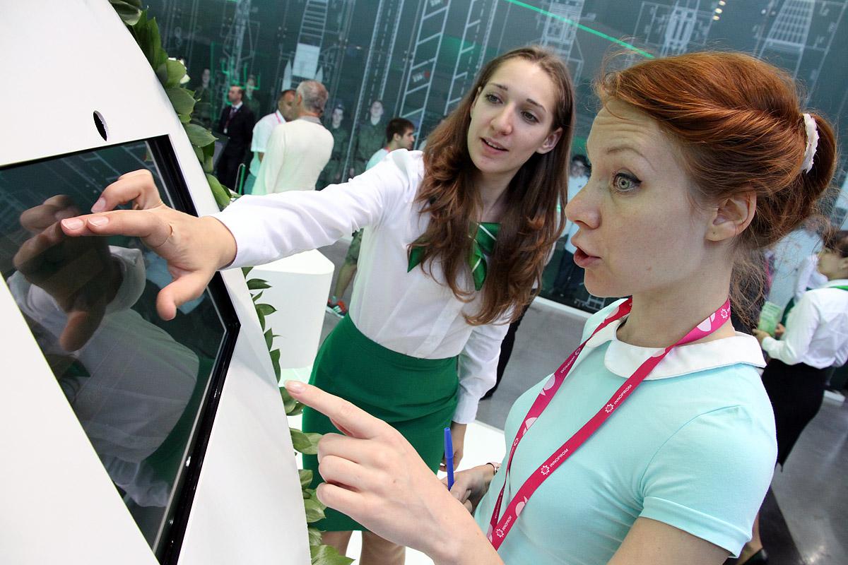 На «Иннопроме» камеры узнают вас в лицо, а банкомат заговорит человеческим голосом