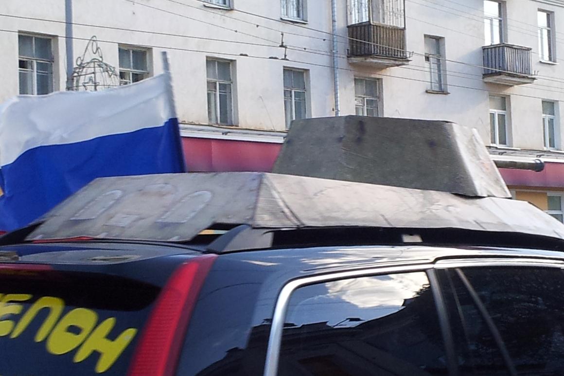 Танки в городе: по центру Екатеринбурга проехался агит-пиар-пробег