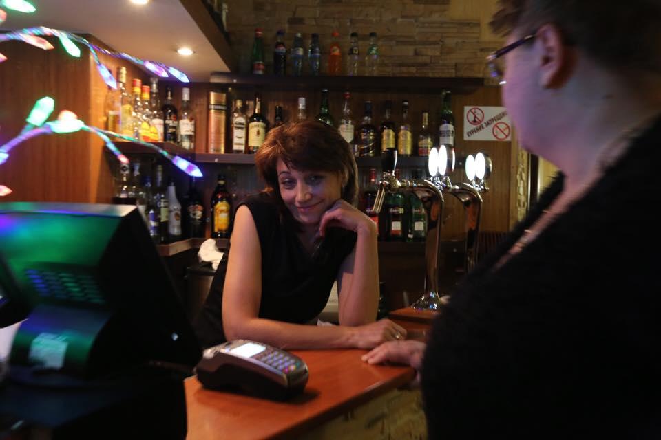 Пьяная директор кафе на Ботанике напала на помощника Евгения Ройзмана