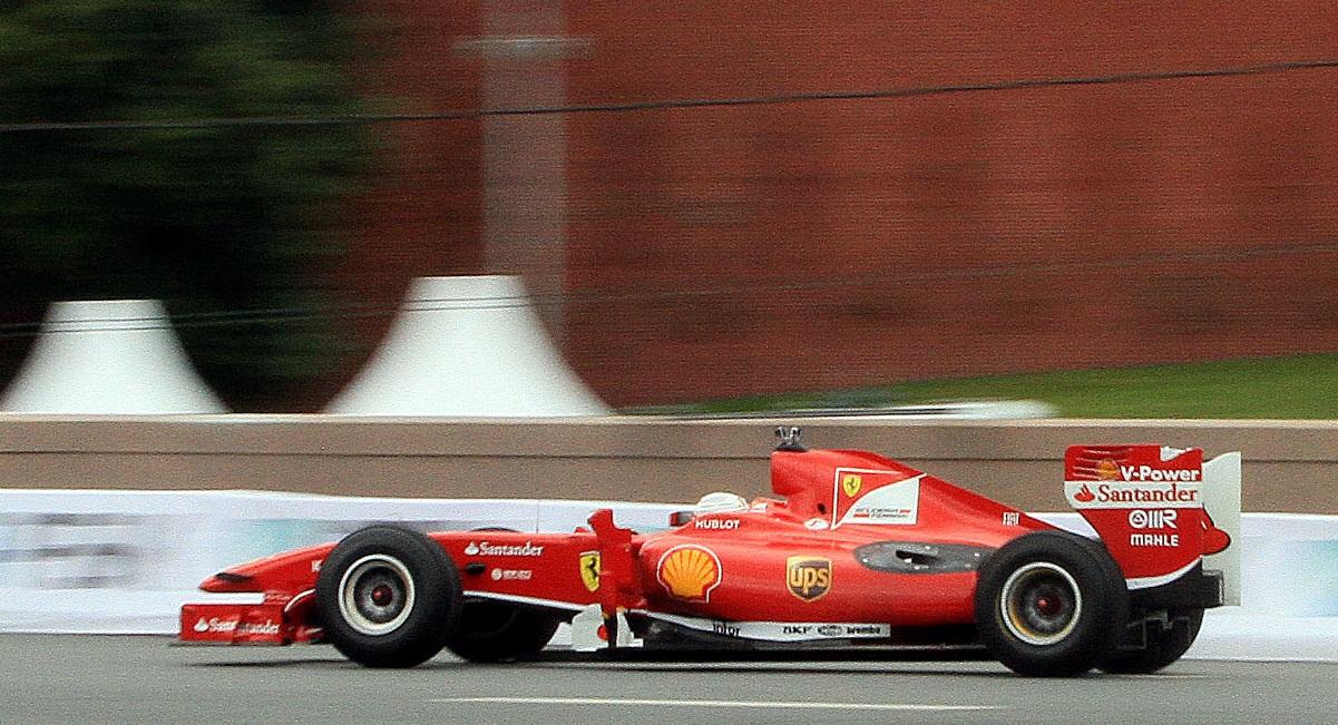 Ferrari поздравила фанатов новогодним роликом