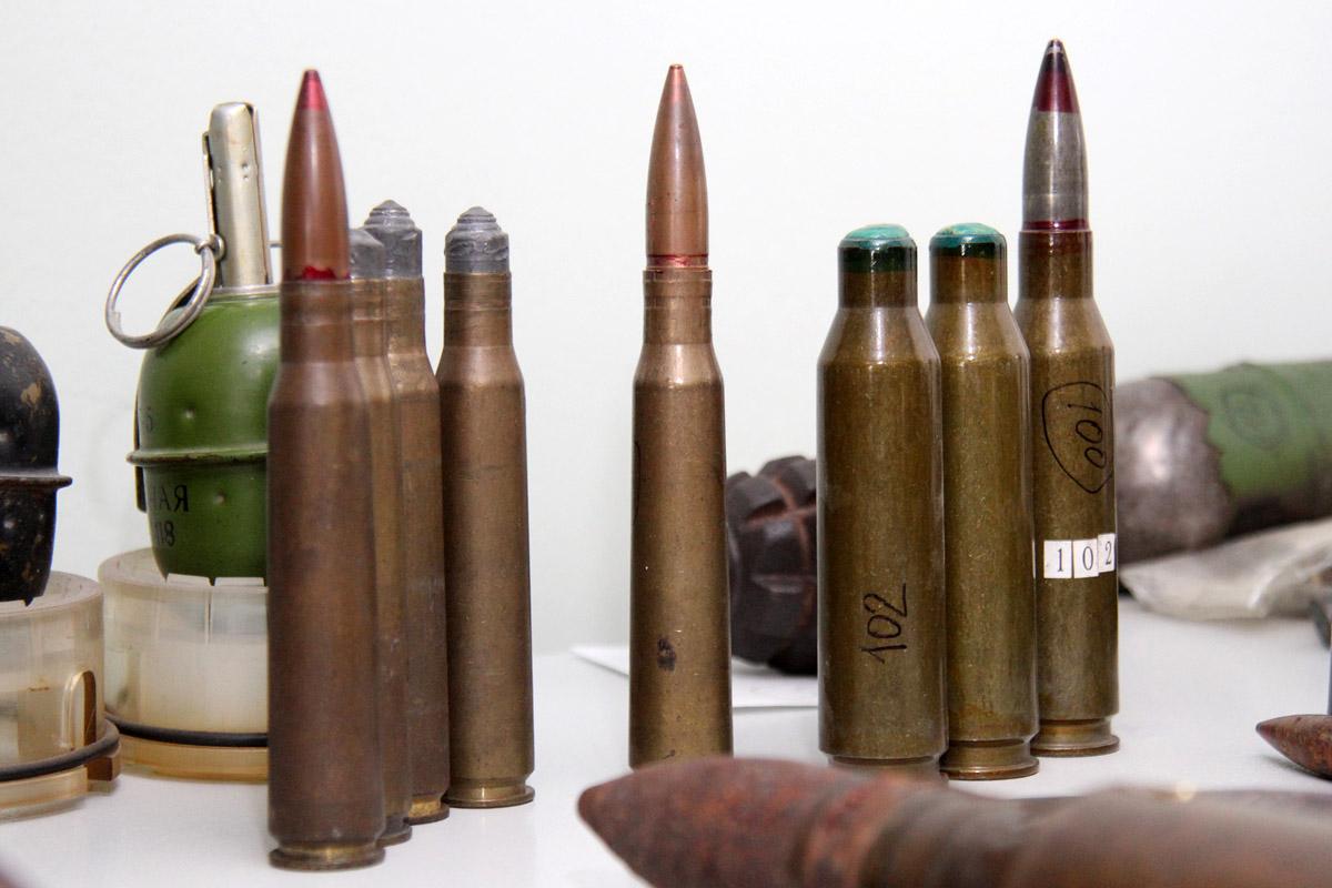 Екатеринбуржец нашел на берегу Шарташа два ящика патронов