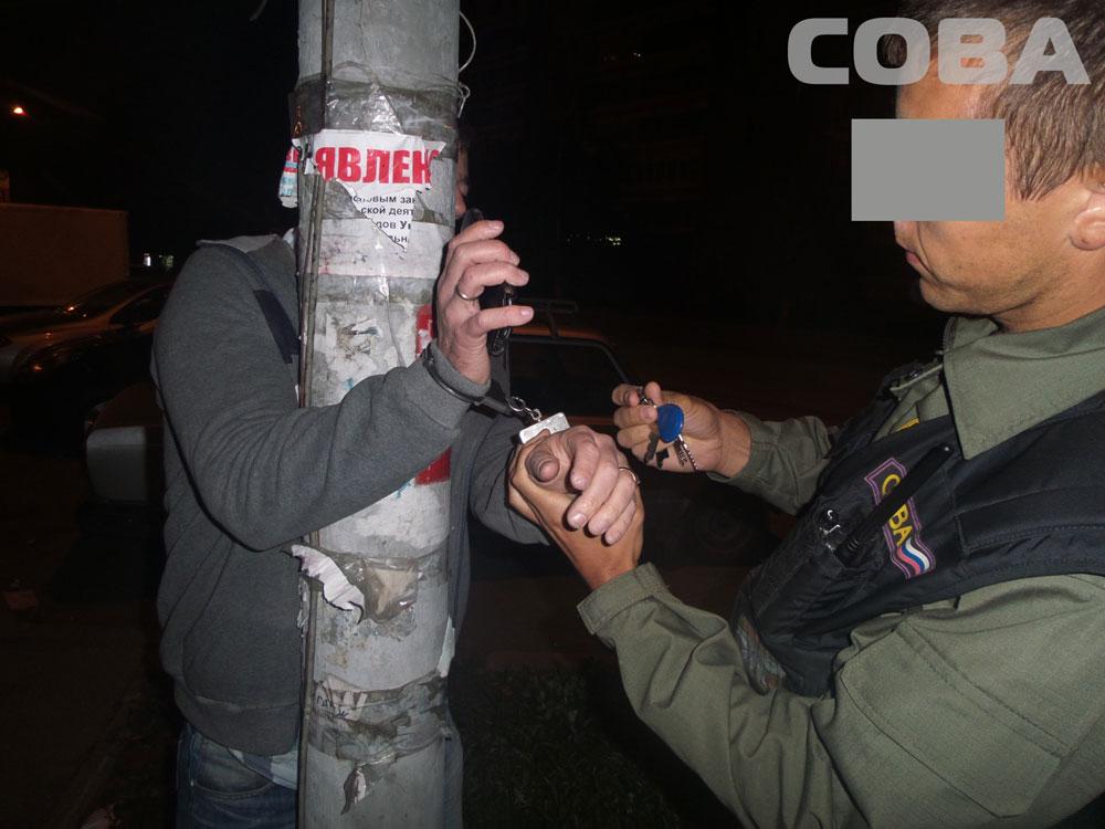 Пьяный екатеринбуржец беспричинно напал с ножом на посетителей кафе