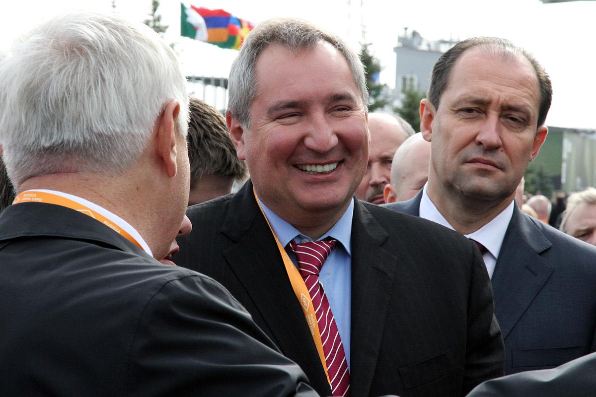 Не удивились: Куйвашев и Рогозин пробежались по Russia Arms Expo