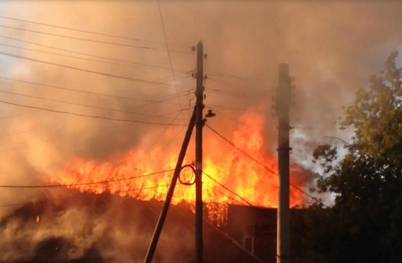 На Технической полностью сгорел частный дом, в котором жила семья из 13 человек