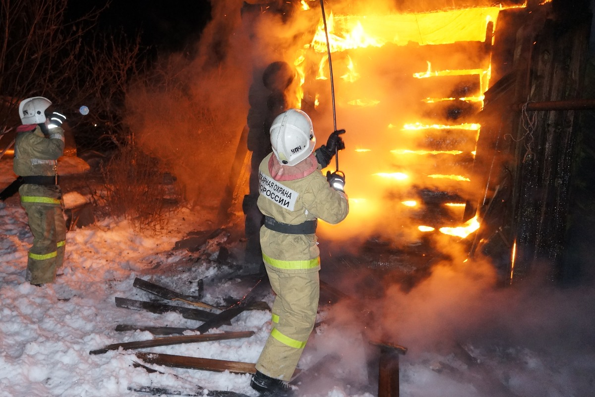 Пожары в Бутке и Камышлове унесли жизни двух человек