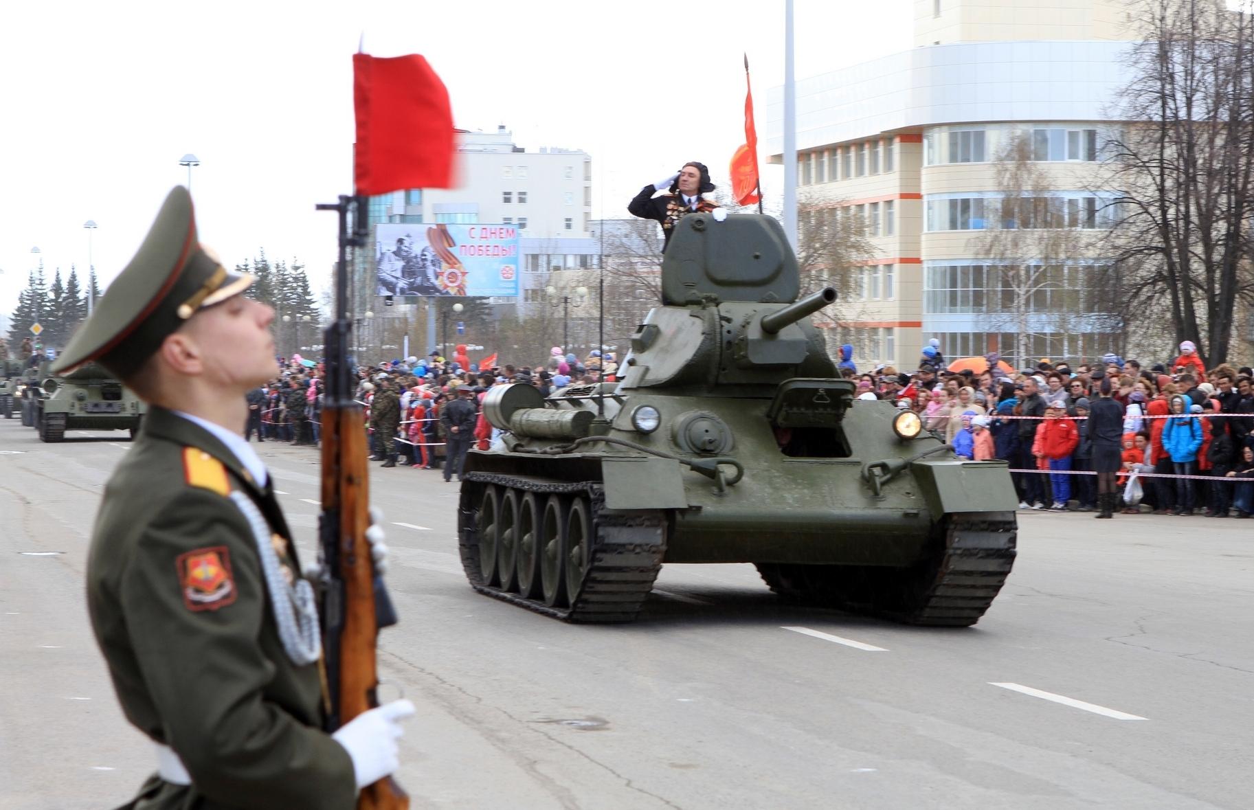 Онлайн-трансляция: танки-ветераны вышли на парад в Верхней Пышме