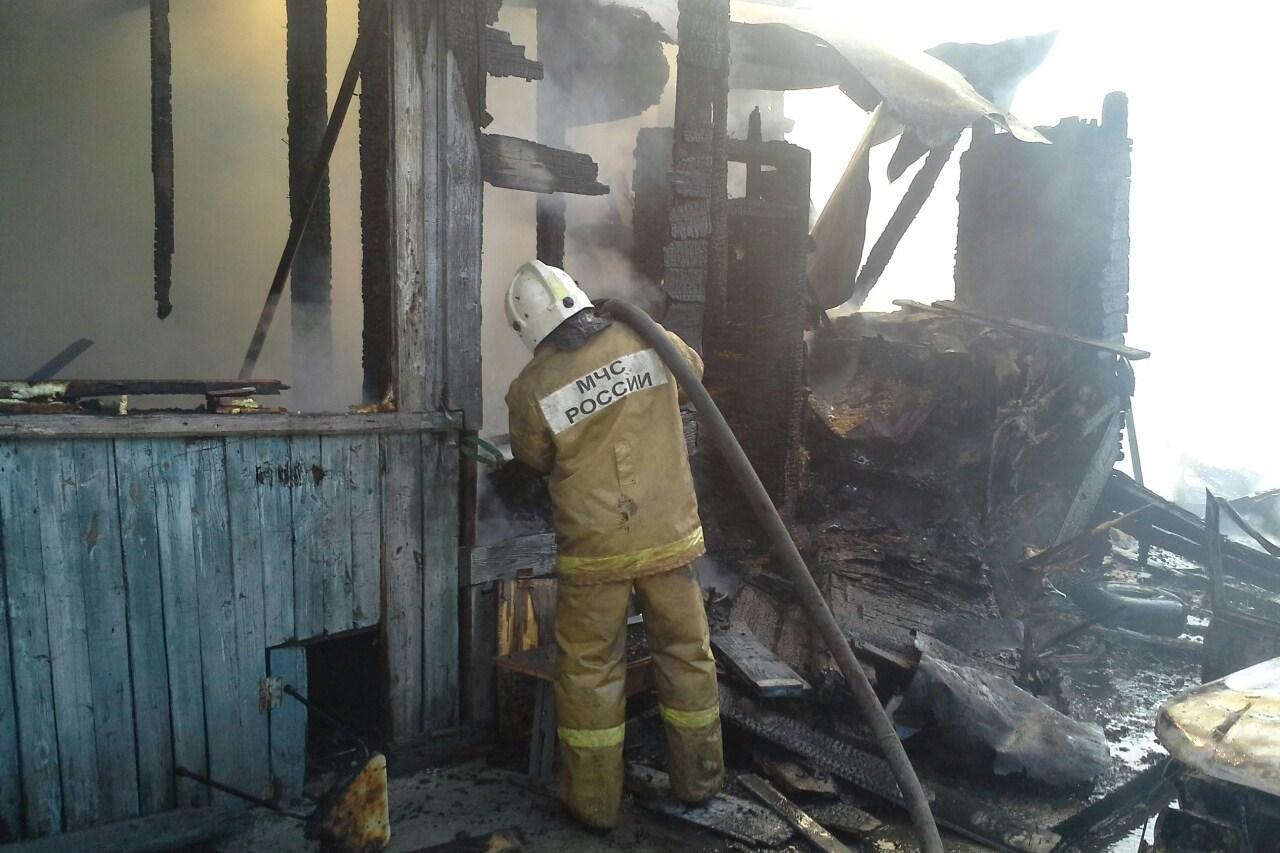 Частный дом на берегу Визовского пруда выгорел дотла