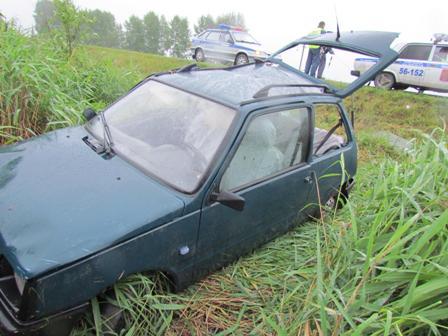Под Талицей пьяный водитель без прав отправил автомобиль в кювет