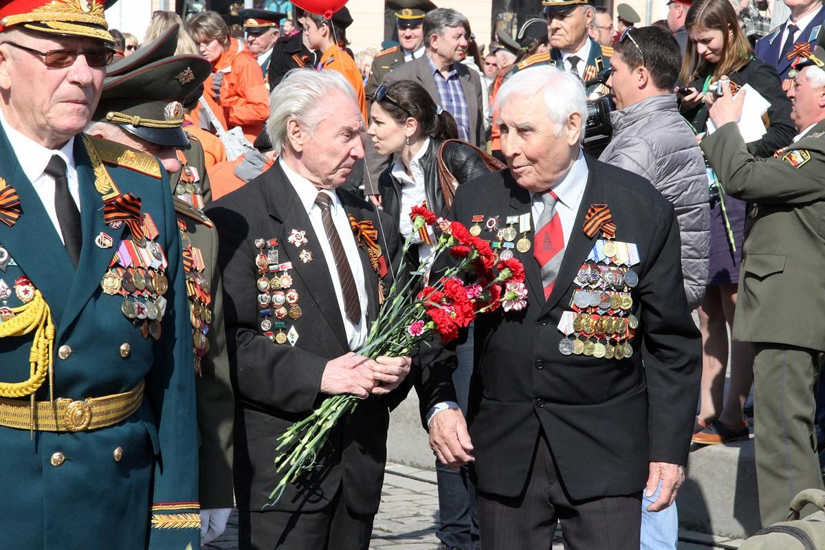 Екатеринбуржцы подарят ветеранам поход в кино