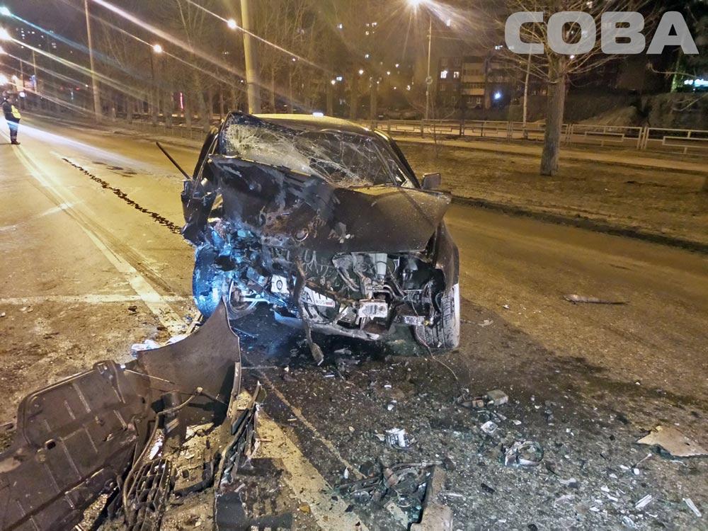 На Ботанике Toyota Camry лоб в лоб столкнулась с BMW