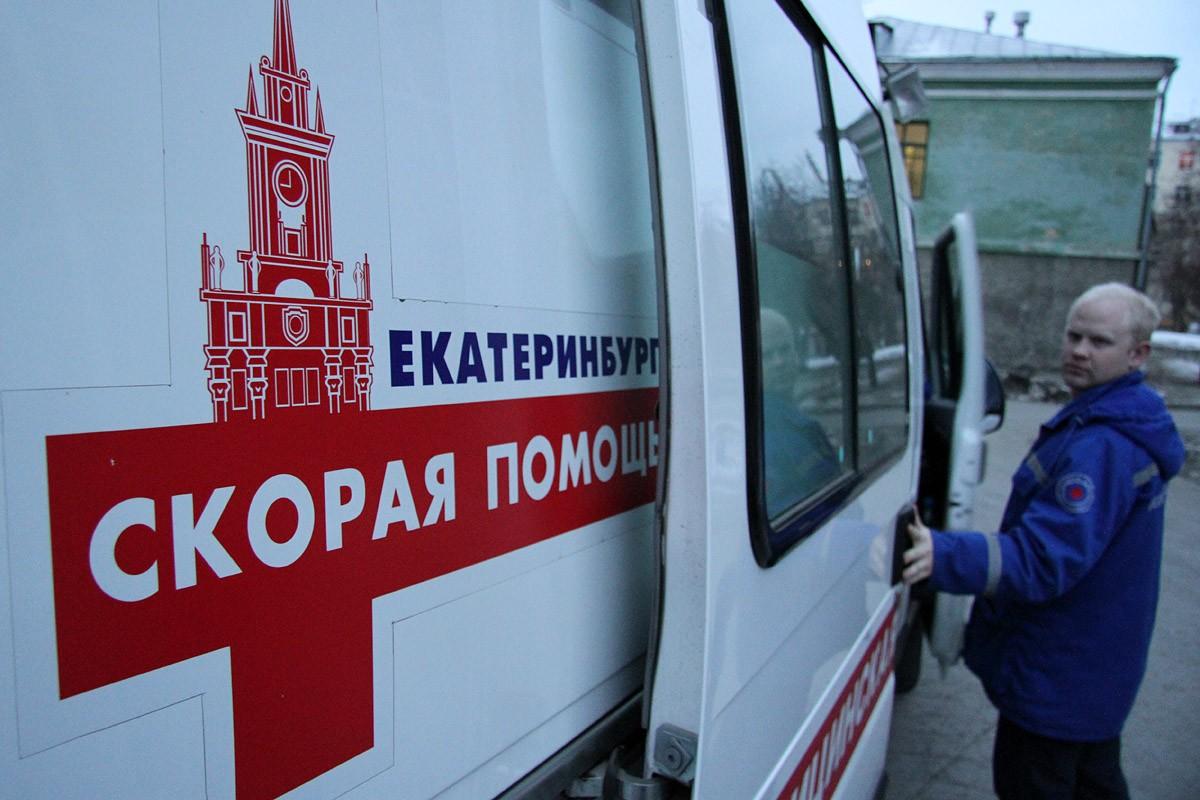 В Екатеринбурге пожилой мужчина выпал из окна