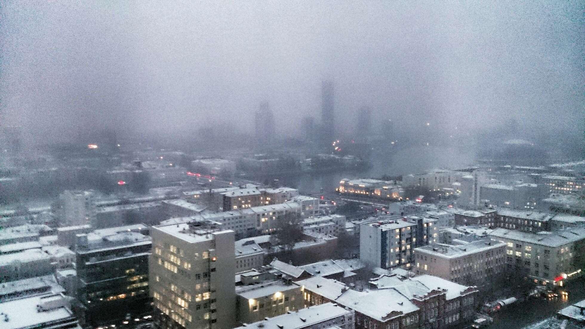 Успевайте, пока не скользко. Вторая волна снега парализует движение в Екатеринбурге
