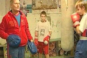 Жильцы дома в Каменске-Уральском выгоняют детскую секцию на улицу