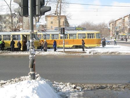 На улице Титова трамвай сбил подростка