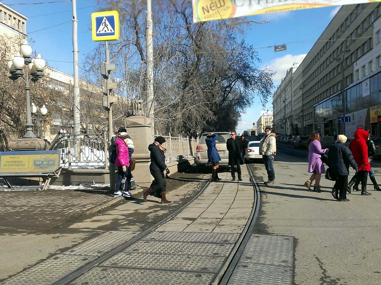 Да вы задолбали! ДТП на Ленина опять парализовало трамваи