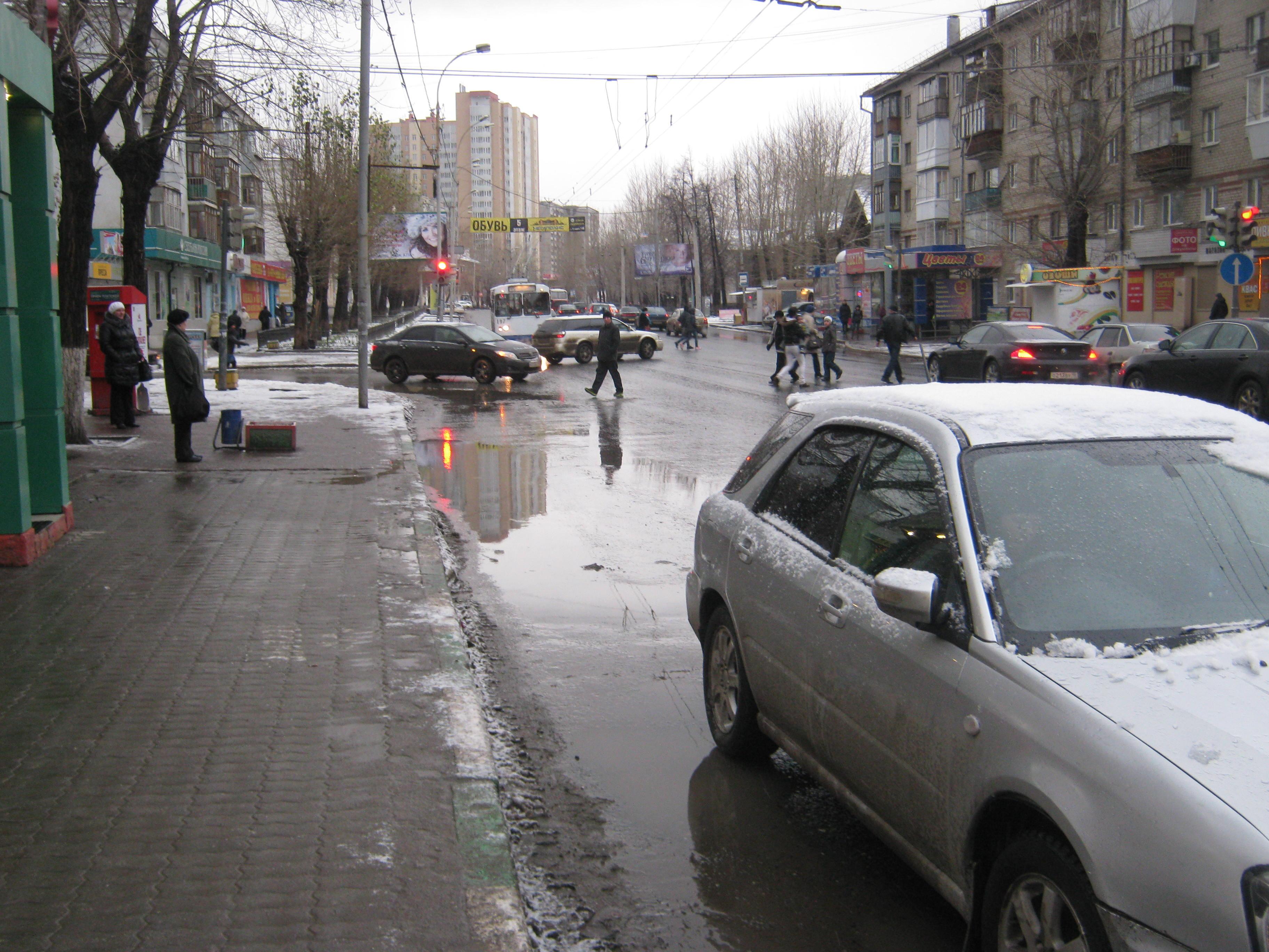 На перекрестке Чайковского — Авиационной иномарка сбила женщину