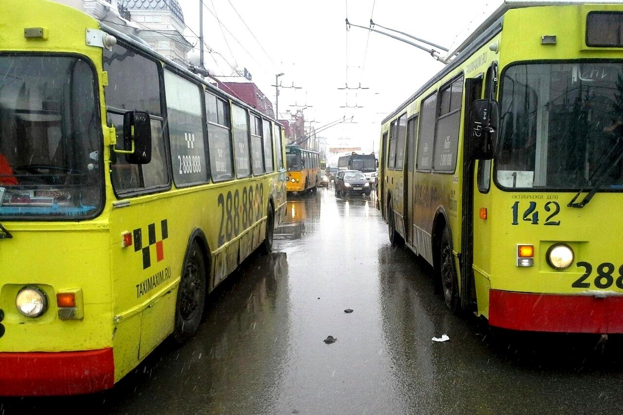 На Белинского встали троллейбусы в сторону центра