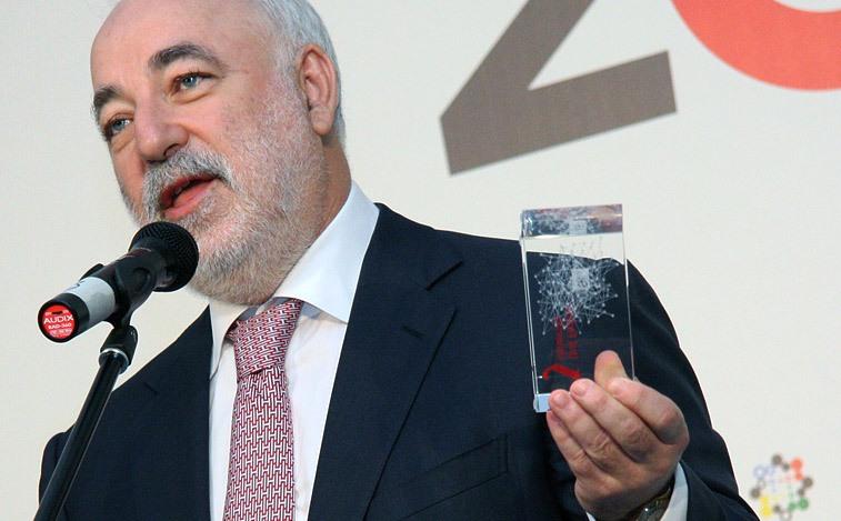 Распродажа: Вексельберг избавляется от двух свердловских заводов
