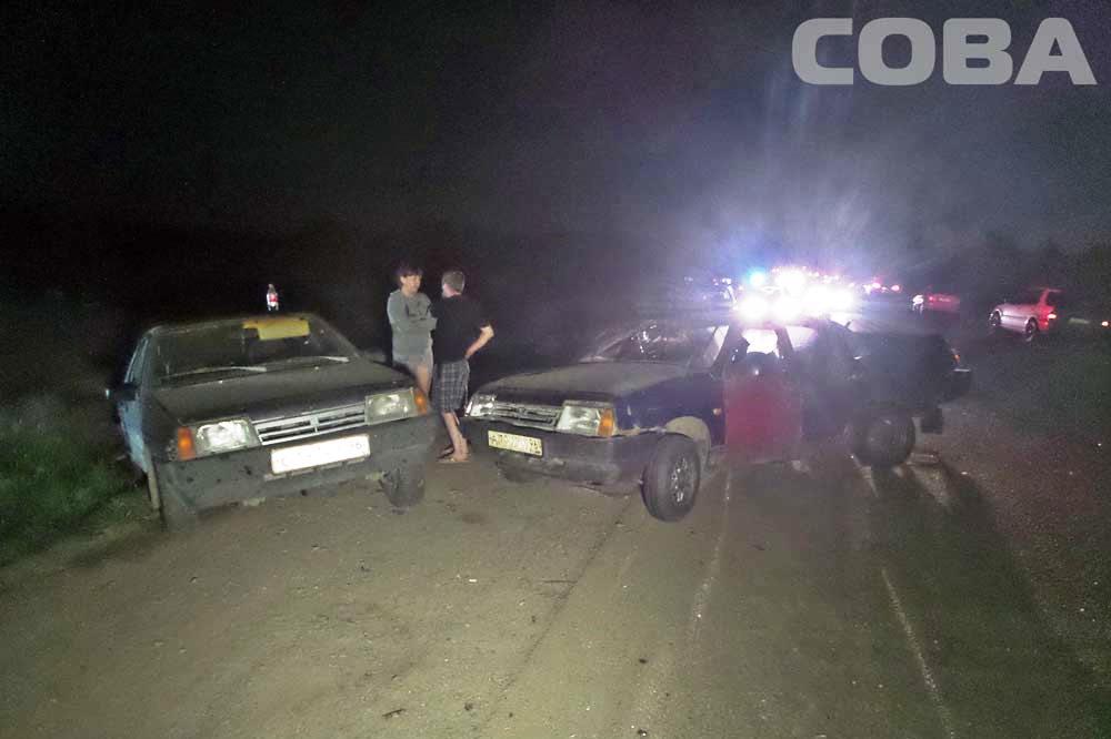 Возле взлетной полосы в Кольцово столкнулись четыре машины