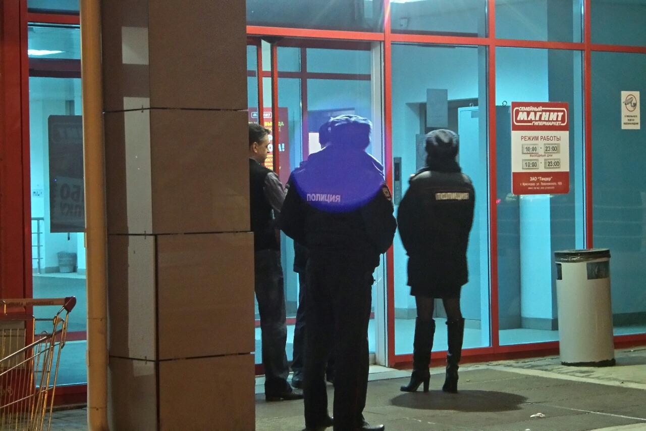 Неспешная эвакуация: «Магнит» на ВИЗе проверили через три часа после звонка о бомбе