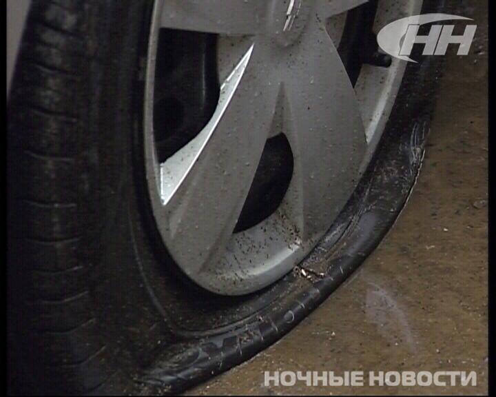 Хулиганы поцарапали 9 автомобилей на улице Свердлова