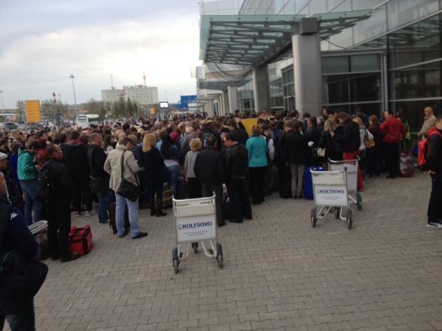 Ночью из аэропорта Кольцово эвакуировали 800 человек
