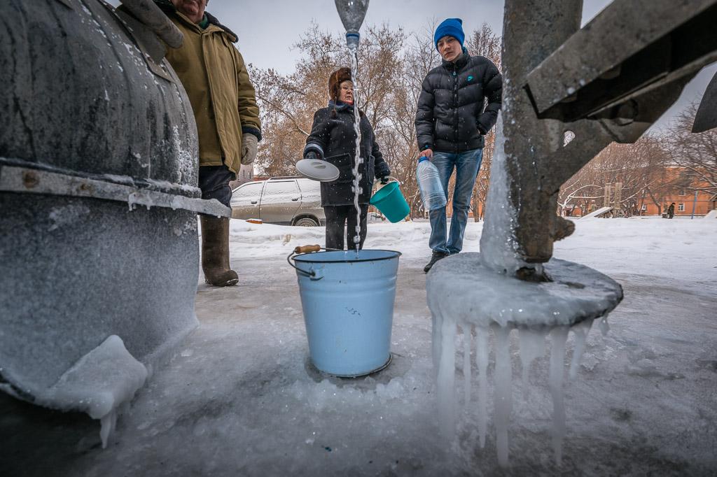 Жители десяти домов на ЖБИ вторые сутки сидят без холодной воды