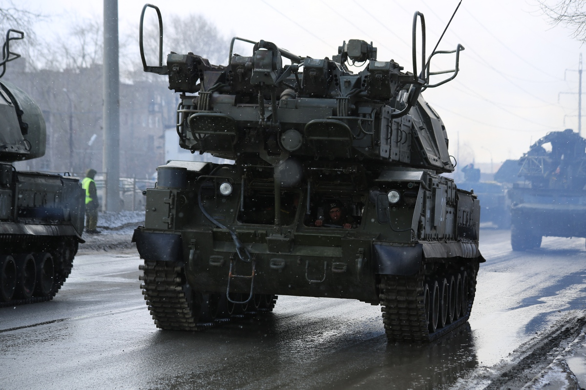 Ночью проспект Ленина опять перекроют ради танков