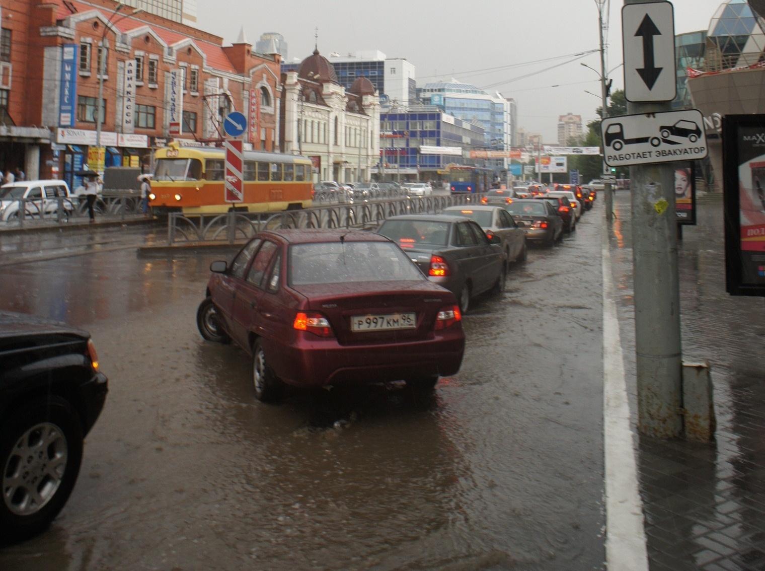 Весенние дожди смоют пыль и грязь с улиц Екатеринбурга